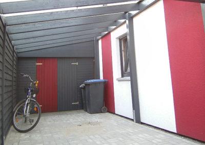 Carport mit Wandverkleidung und Doppeltür
