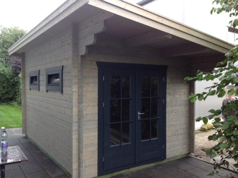 blockbohlenhaus mit pultdach holz schroeer bauen und wohnen. Black Bedroom Furniture Sets. Home Design Ideas