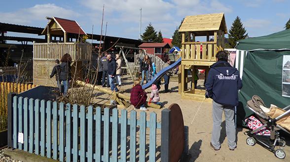 Kinderwelten bei Holz Schröer in Dingden: Spieltürme, Rutschen, Klettergerüste, Schaukeln, Sandkästen und vieles mehr