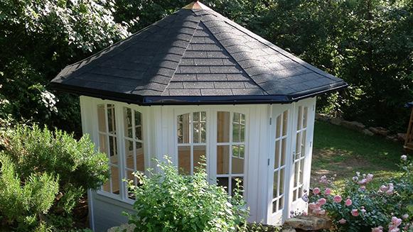 Ausgefallene Gartenhäuser finden Sie bei Holz-Schröer in Dingden.