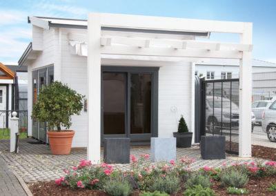 CS Blockbohlenhaus mit Terrasse und Beschattung