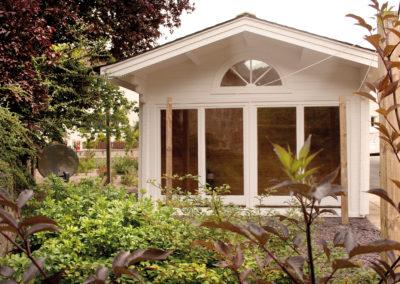 CS Gartenhaus mit großer Glasfront und Schlafboden