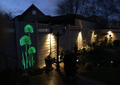 Gestaltungselemente ähnlich Cortenstahl mit Beleuchtung