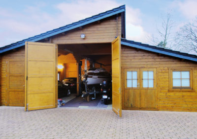 CS Holzgarage in Blockbohlenbauweise
