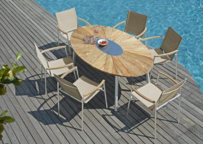 CS Ovaler Tisch mit Edelstahl Sessel mit Teakarmlehnen ZEBRA