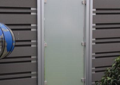 WPC Sichtschutz mit Glaselement