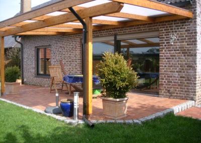 Terrassenüberdachung mit Doppelstegplatten und versteckter Dachrinne