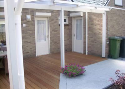 Terrassenüberdachung weiß über Eck (3)