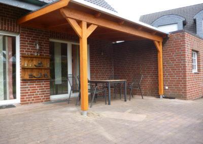 Überdachung mit Holzdach und Flachdachfolie