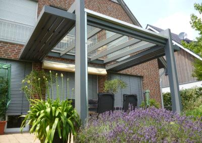 Lieblingsplatz mit Glasdach und Sonnenschutz