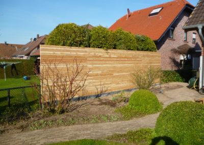 Sichtschutzwand aus Rautenprofilen Lärche auf Maß (1)