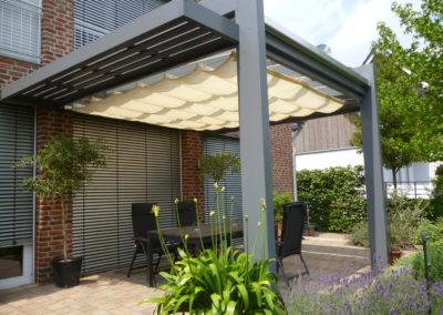 Terrassenüberdachung Glas mit Sonnensegel